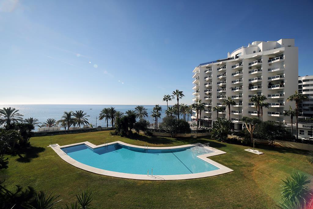 Espectacular piso en alquiler en la mejor zona de Marbella  en primera línea de playa de 2 dormitorios  en el edificio Imperator