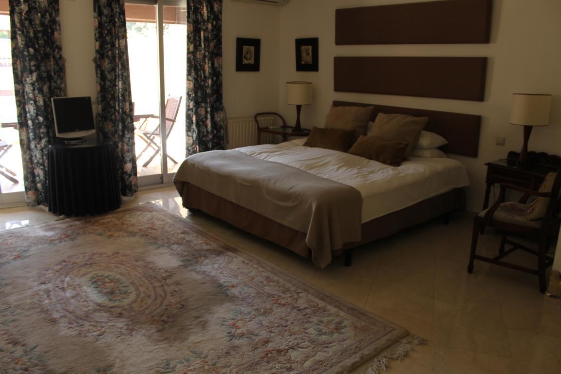 AP021 Amplio apartamento en el centro de Marbella
