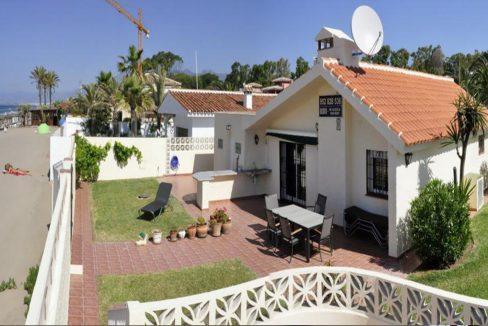 V030 Inmobiliaria Bobis Villa Primera linea de playa Las Chapas Marbella