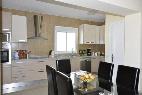 V030 Inmobiliaria Bobis Villa Primera linea de playa Las Chapas Marbella Cocina 1