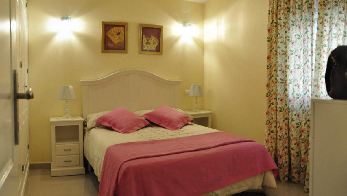 V030 Inmobiliaria Bobis Villa Primera linea de playa Las Chapas Marbella Dormitorio