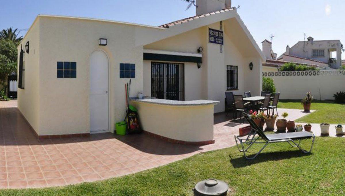 V030 Inmobiliaria Bobis Villa Primera linea de playa Las Chapas Marbella Jardin
