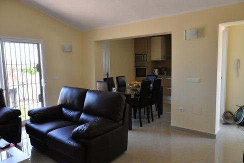 V030 Inmobiliaria Bobis Villa Primera linea de playa Las Chapas Marbella Salón