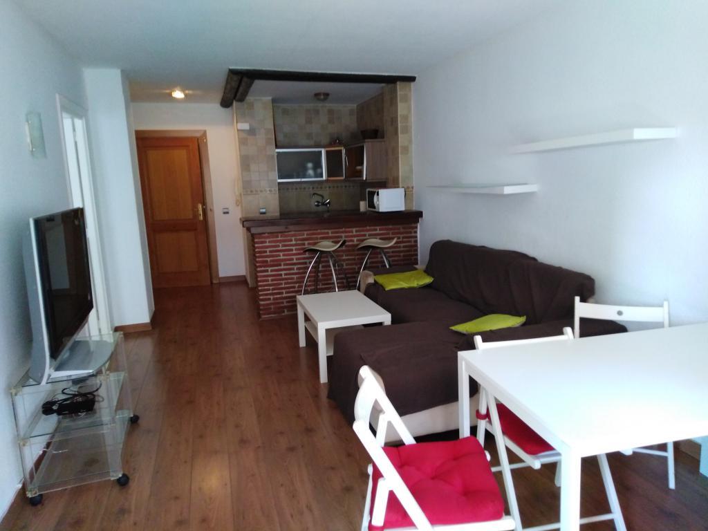 Ap093  Piso de 1 dormitorio reformado en segunda línea de playa en la mejor zona de Marbella y a solo 100 metros de la playa