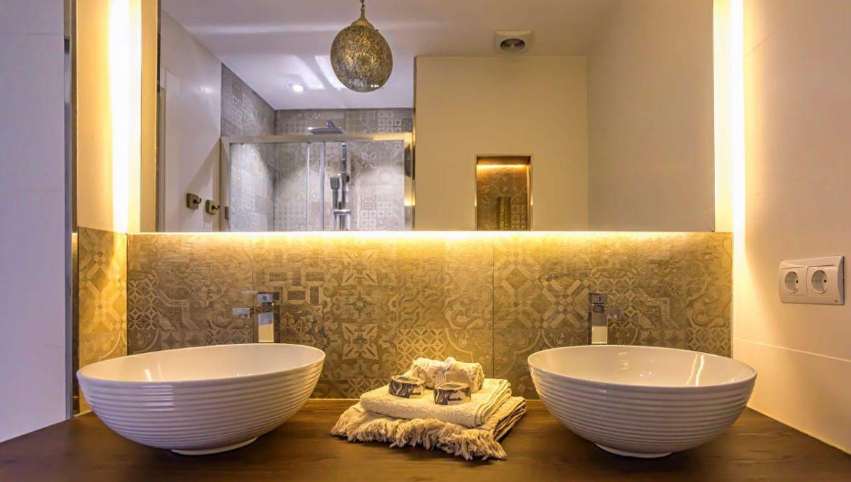 Ap098 Inmobiliaria Bobis Centro Marbella primera linea de playa baño 1