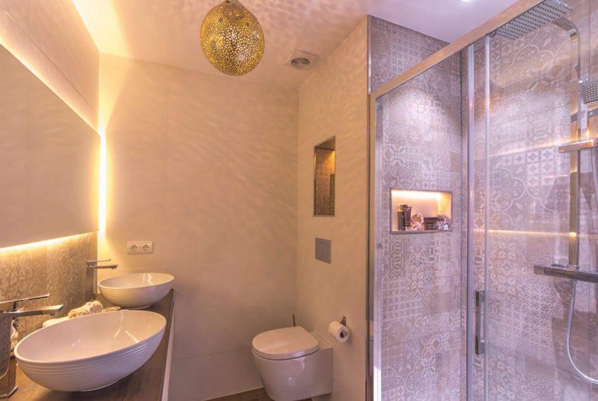 Ap098 Inmobiliaria Bobis Centro Marbella primera linea de playa baño