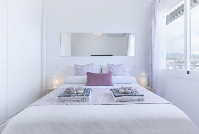 Ap098 Inmobiliaria Bobis Centro Marbella primera linea de playa dormitorio 1