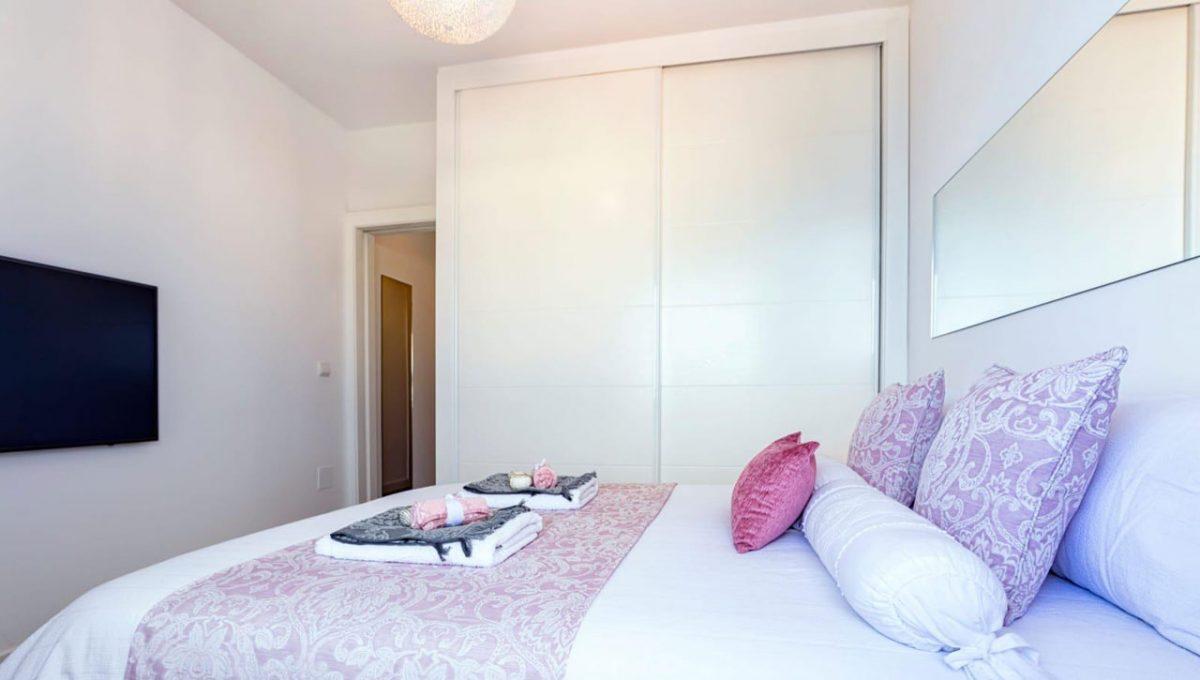 Ap098 Inmobiliaria Bobis Centro Marbella primera linea de playa dormitorio 2