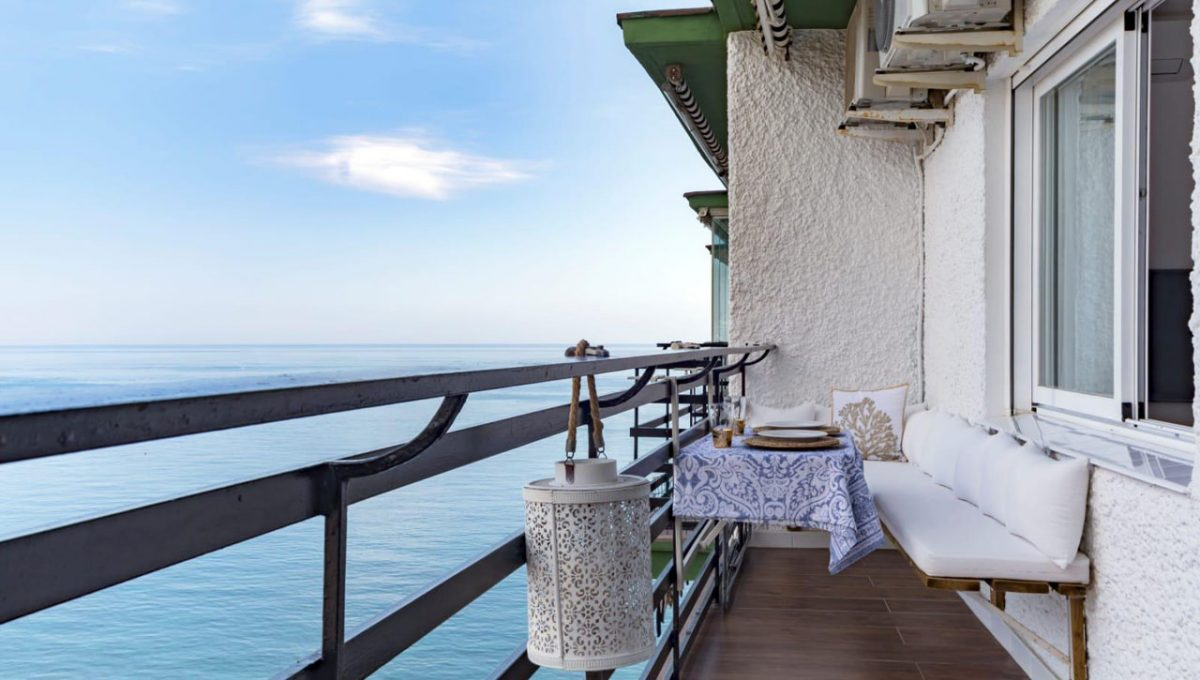 Ap098 Inmobiliaria Bobis Centro Marbella primera linea de playa terraza