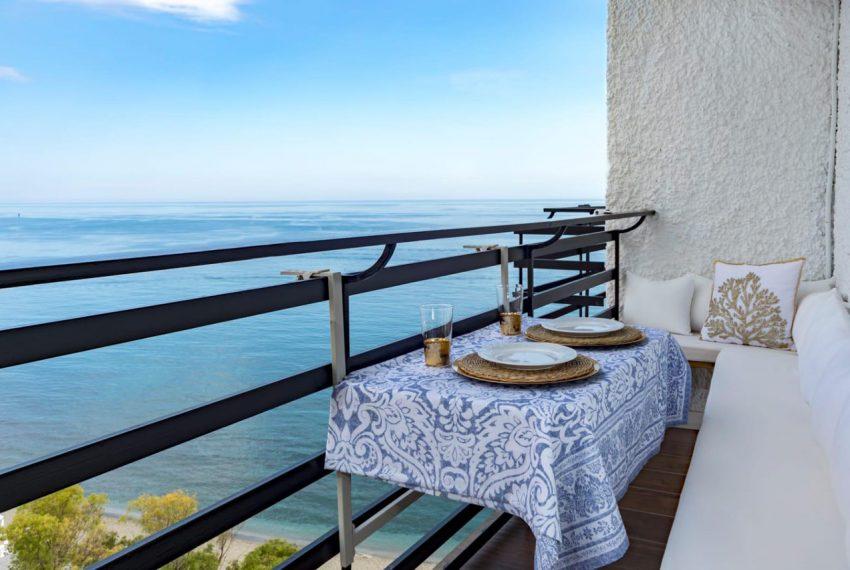 Ap098 Inmobiliaria Bobis Centro Marbella primera linea de playa terraza 2