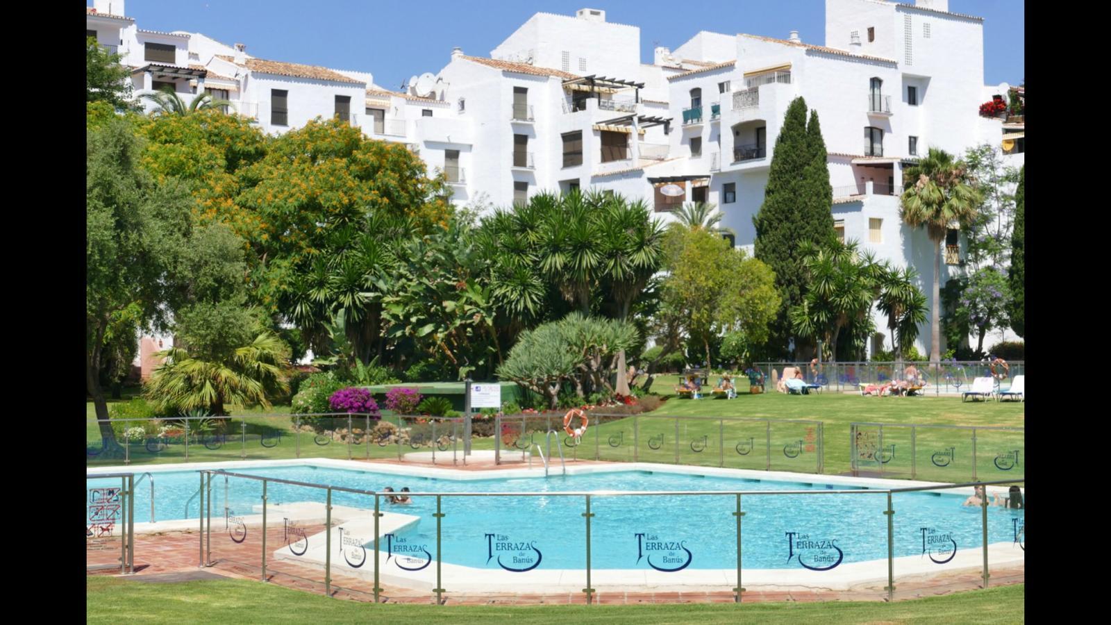 AP103 Espectacular estudio amplio 60 m2  en la zona de Puerto Banus , Jardines del Puerto , cerca de todos los servicios y a 50 metros de la playa