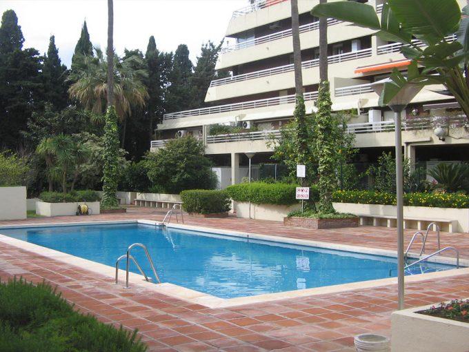 Ap101 Inmobiliaria Bobis Centro Marbella cerca de la playa piscina
