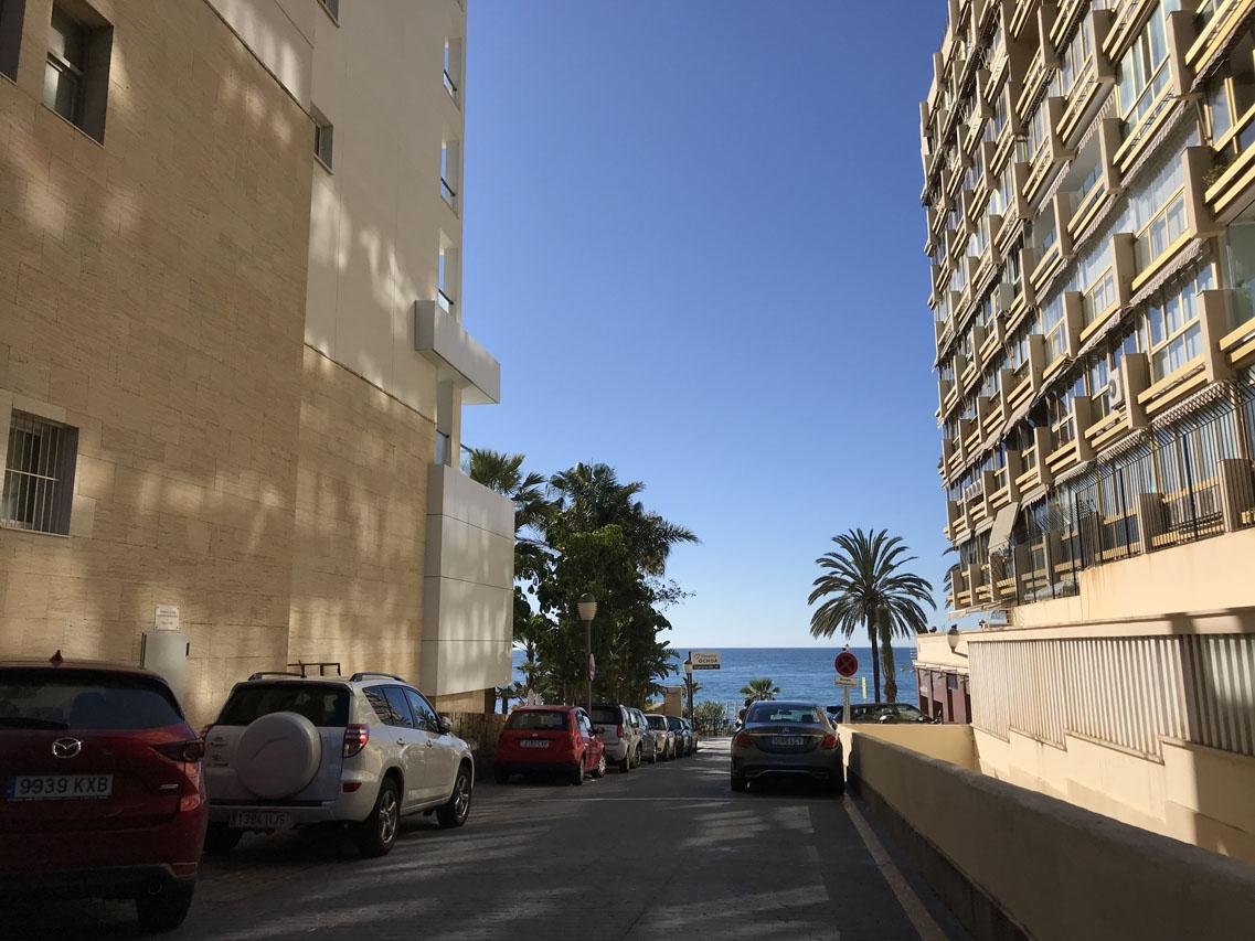 AP115 Apartamento en primera línea con vistas al mar. Un dormitorio y terraza.