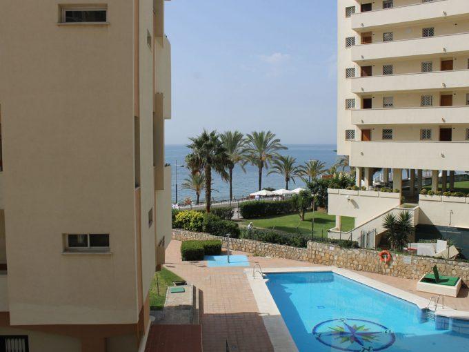 Ap140 Inmobiliaria Bobis Centro Marbella primera linea de playa piscina