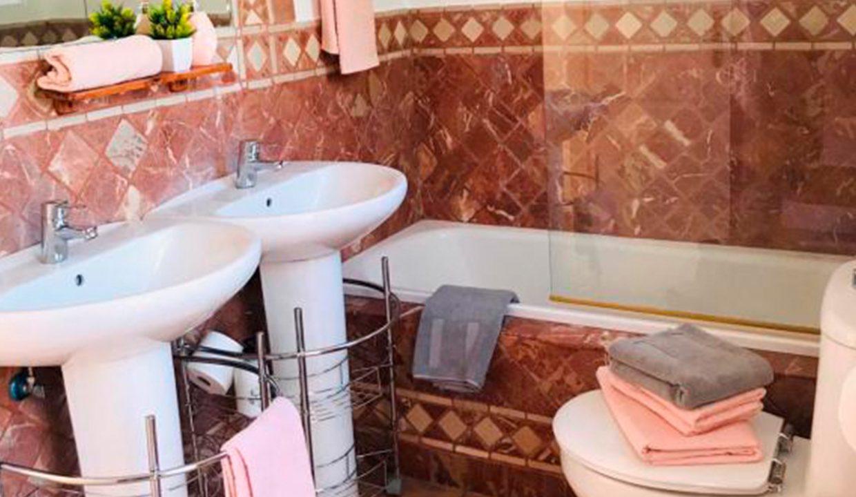 C147 Inmobiliaria Bobis Casa Milla de oro Marbella baño 2