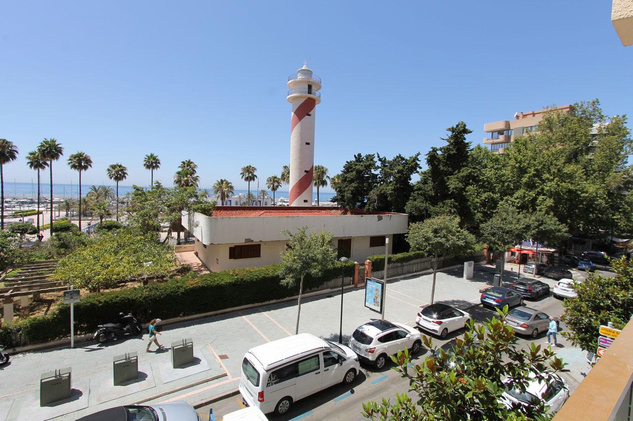 AP160 Apartamento con vistas al mar de un dormitorio, en pleno Centro de Marbella, frente al Puerto Deportivo.