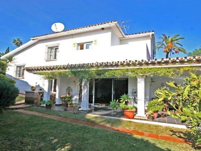 V188 Inmobiliaria Bobis Villa Nueva Andalucia Marbella jardin 1