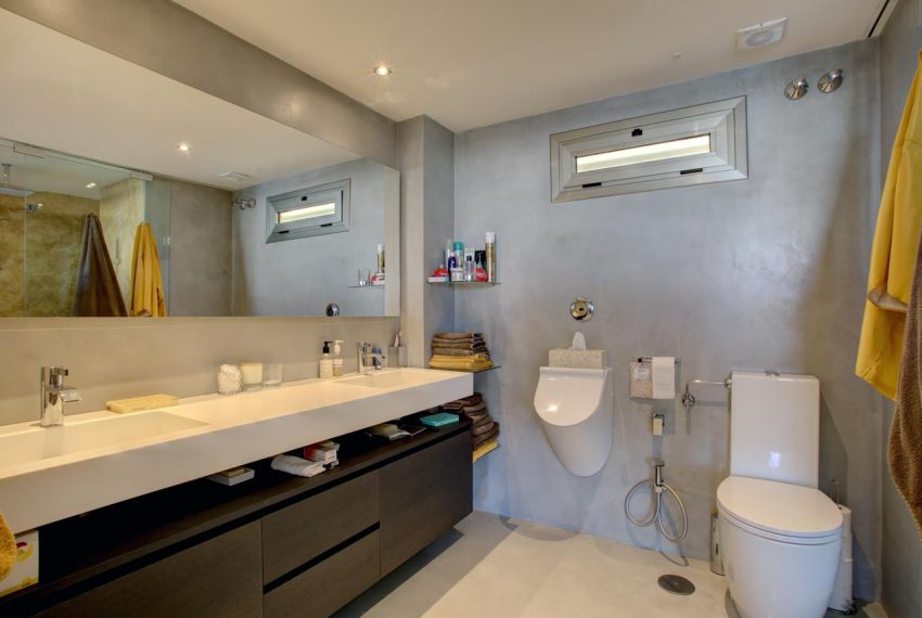 AT017 Inmobiliaria Bobis Ático Centro Marbella con vistas al mar baño 2