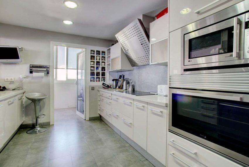 AT017 Inmobiliaria Bobis Ático Centro Marbella con vistas al mar cocina 2