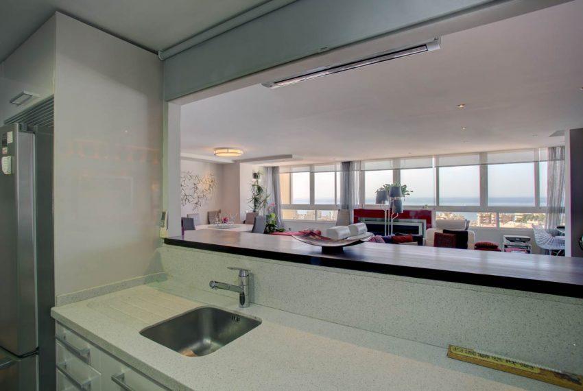 AT017 Inmobiliaria Bobis Ático Centro Marbella con vistas al mar cocina