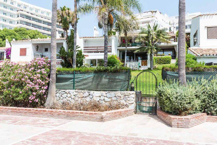 V029 Inmobiliaria Bobis Casa Centro Marbella Villa en primera linea de playa 1