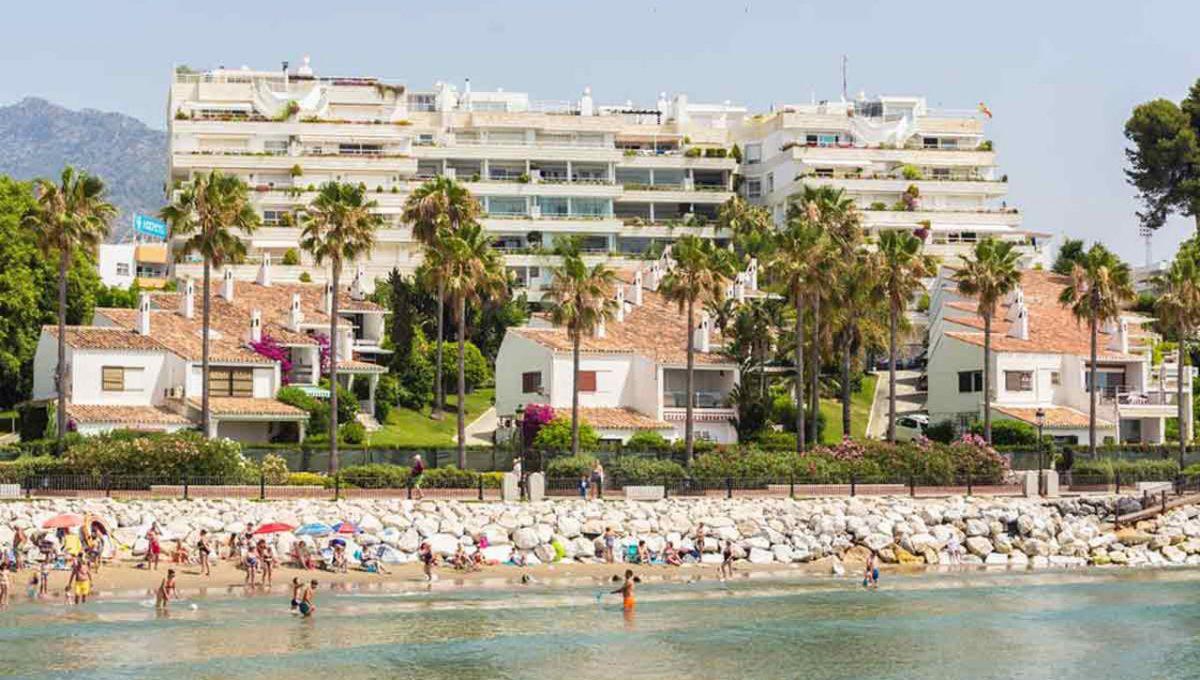 V029 Inmobiliaria Bobis Casa Centro Marbella Villa en primera linea de playa