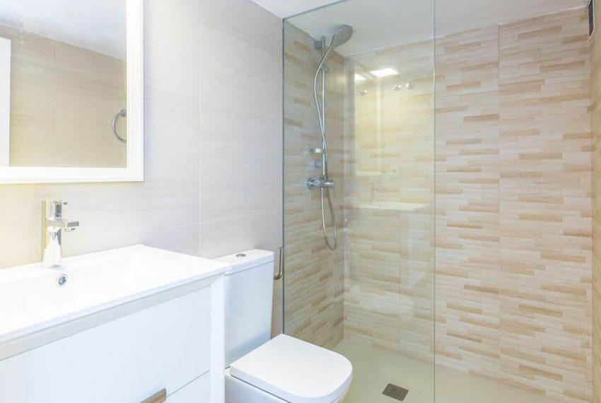 V029 Inmobiliaria Bobis Casa Centro Marbella Villa en primera linea de playa baño 1