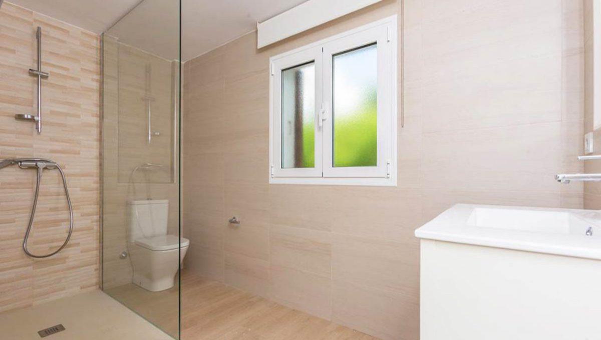 V029 Inmobiliaria Bobis Casa Centro Marbella Villa en primera linea de playa baño 2
