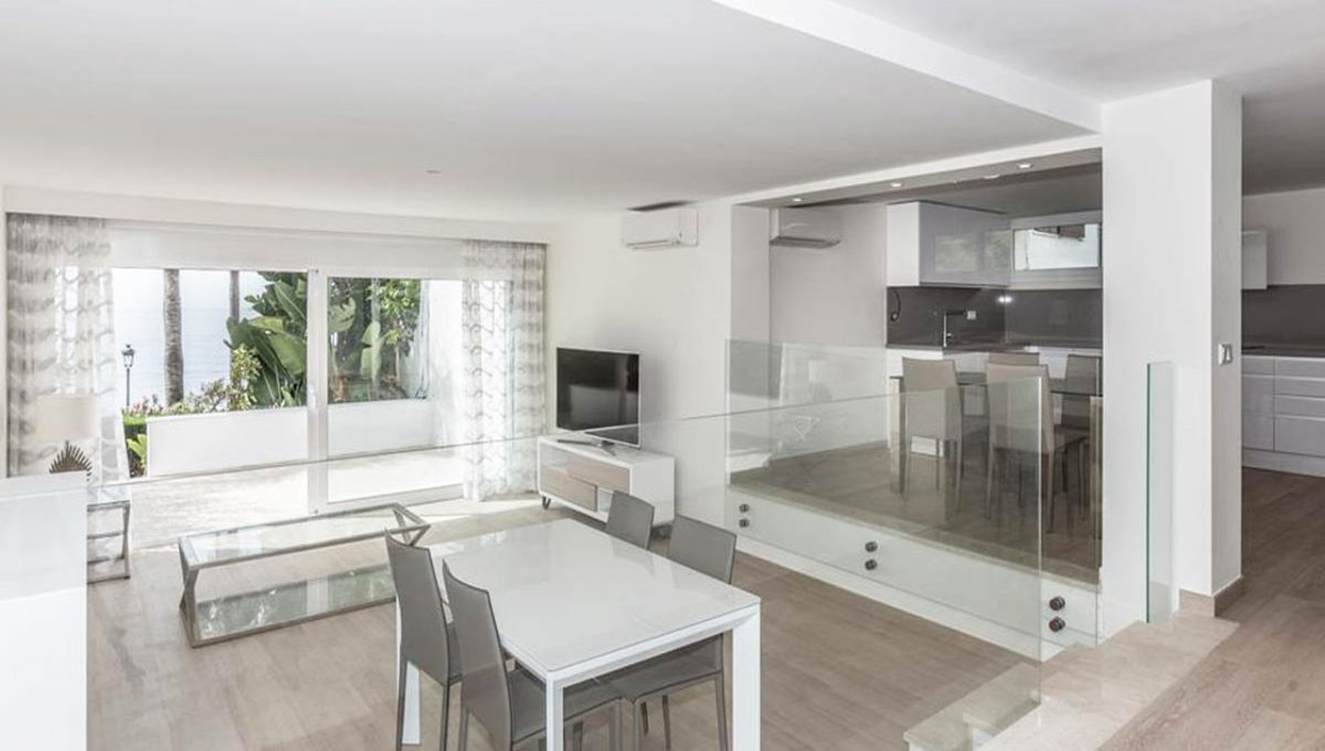 V029 Inmobiliaria Bobis Casa Centro Marbella Villa en primera linea de playa comedor