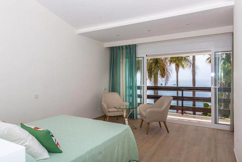 V029 Inmobiliaria Bobis Casa Centro Marbella Villa en primera linea de playa dormitorio 1