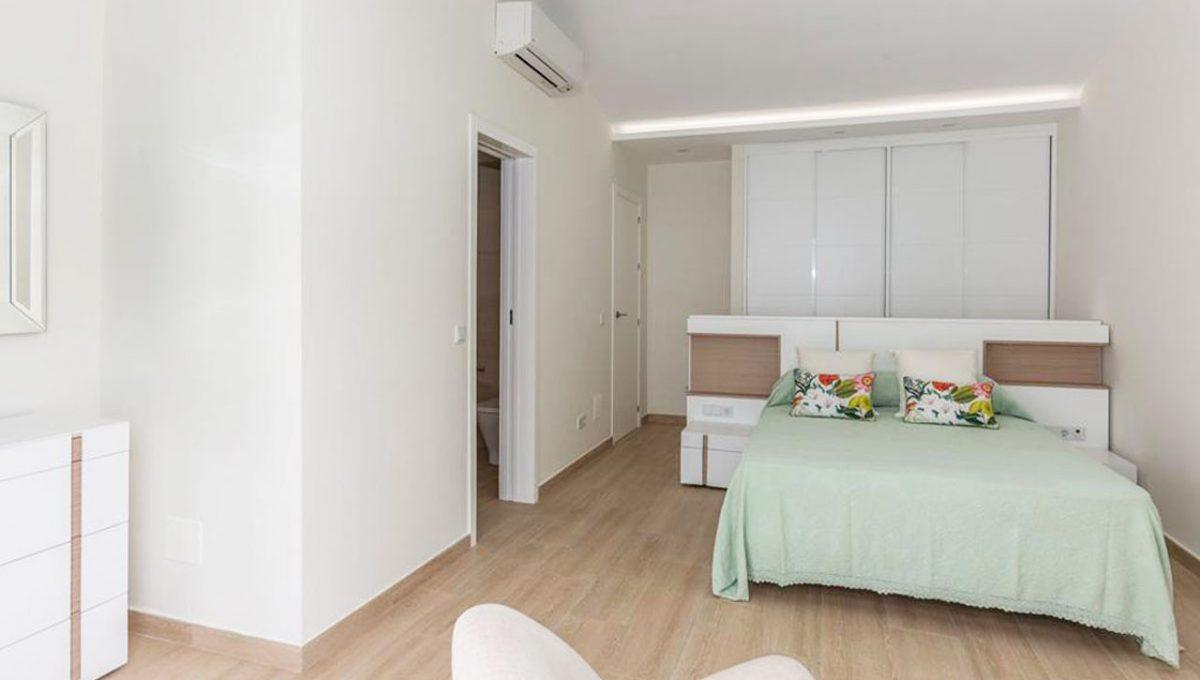 V029 Inmobiliaria Bobis Casa Centro Marbella Villa en primera linea de playa dormitorio