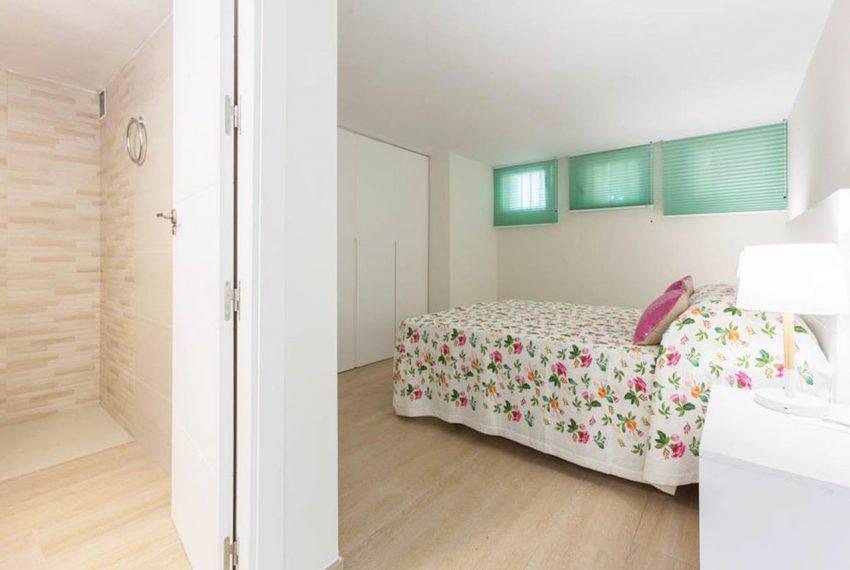 V029 Inmobiliaria Bobis Casa Centro Marbella Villa en primera linea de playa dormitorio 3