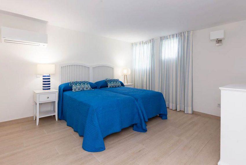 V029 Inmobiliaria Bobis Centro Marbella Villa en primera linea de playa dormitorio 4
