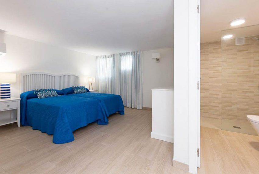 V029 Inmobiliaria Bobis Casa Centro Marbella Villa en primera linea de playa dormitorio 5