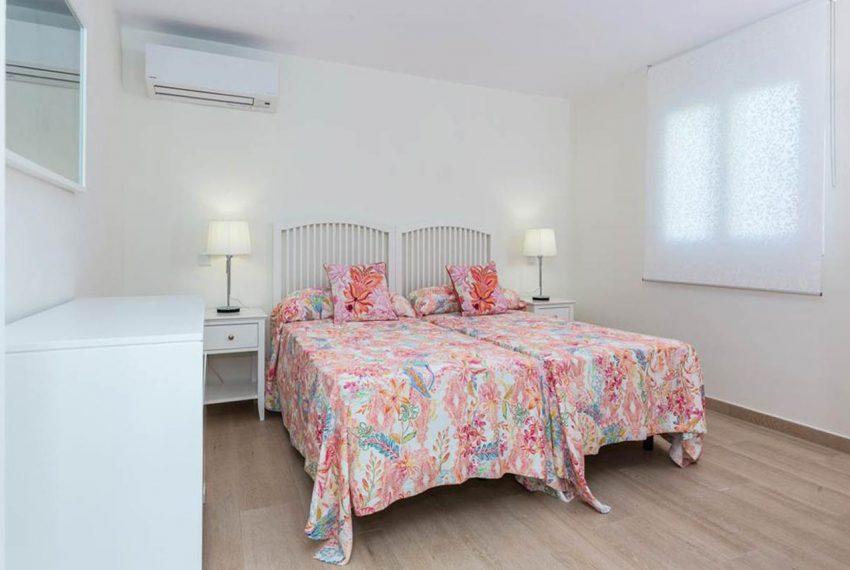 V029 Inmobiliaria Bobis Casa Centro Marbella Villa en primera linea de playa dormitorio 6