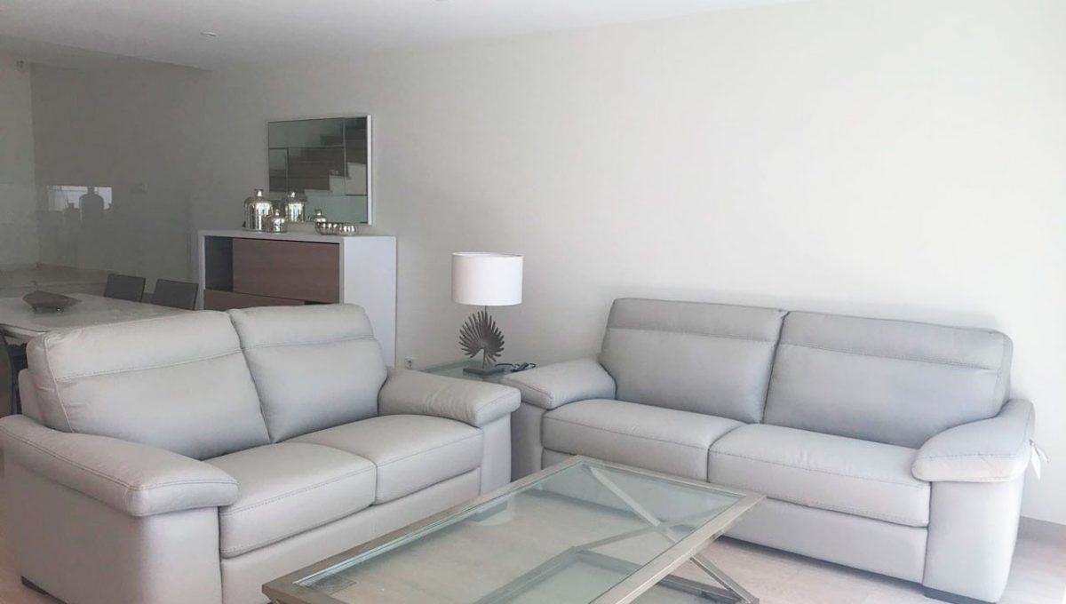 V029 Inmobiliaria Bobis Casa Centro Marbella Villa en primera linea de playa salón 1