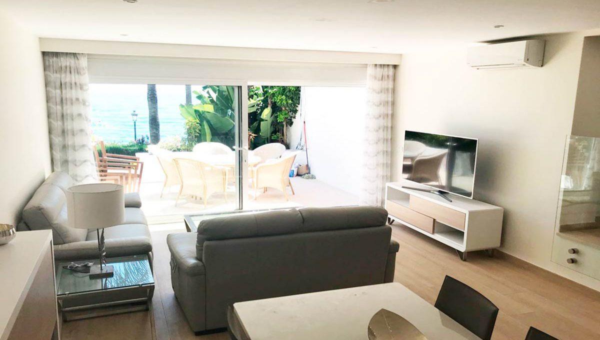 V029 Inmobiliaria Bobis Casa Centro Marbella Villa en primera linea de playa salón 2
