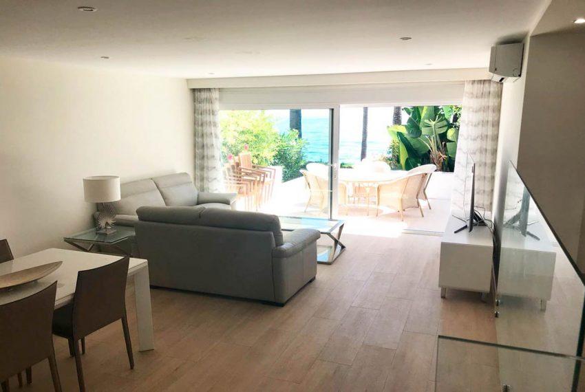 V029 Inmobiliaria Bobis Casa Centro Marbella Villa en primera linea de playa salón 3