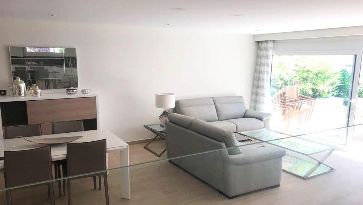 V029 Inmobiliaria Bobis Casa Centro Marbella Villa en primera linea de playa salón 4