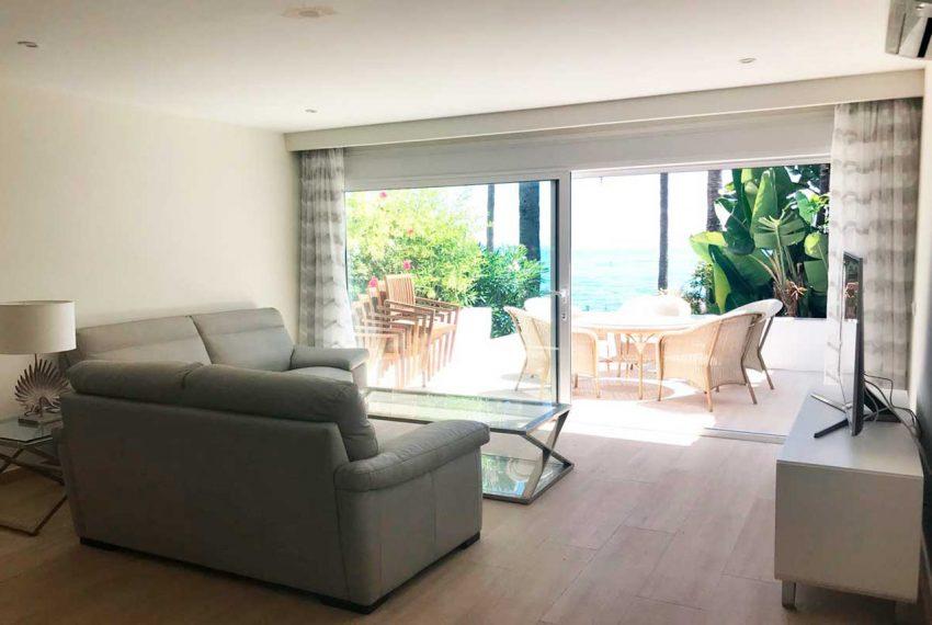 V029 Inmobiliaria Bobis Casa Centro Marbella Villa en primera linea de playa salón