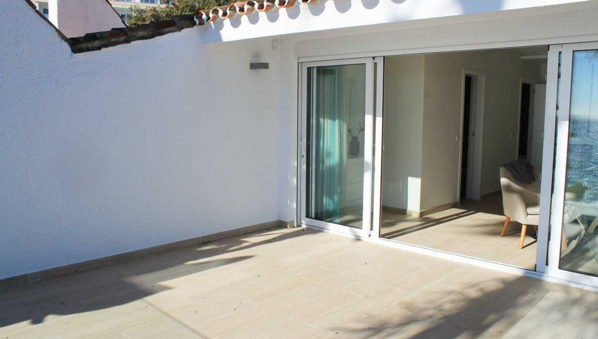 V029 Inmobiliaria Bobis Casa Centro Marbella Villa en primera linea de playa terraza 1
