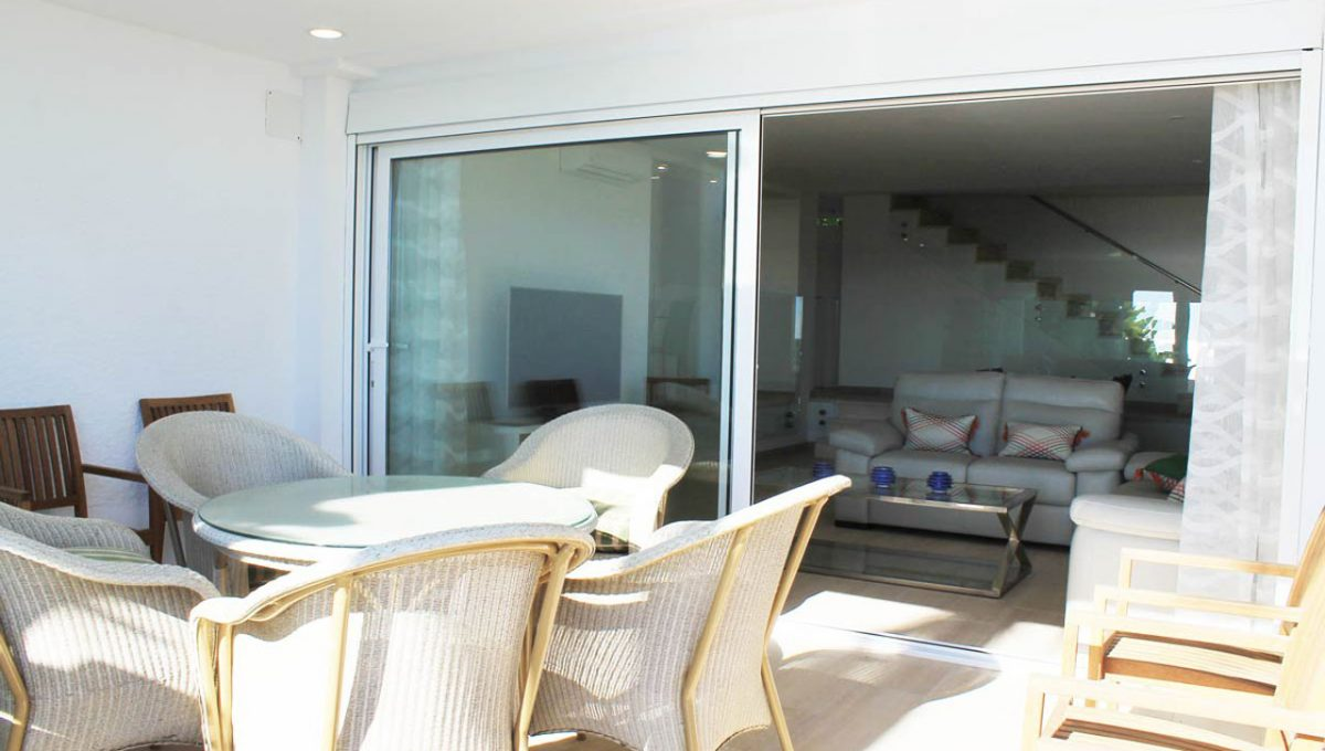 V029 Inmobiliaria Bobis Casa Centro Marbella Villa en primera linea de playa terraza