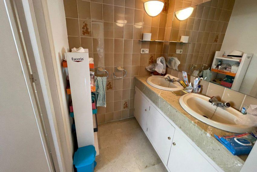 Ap223 Inmobiliaria Bobis Centro Marbella primera linea de playa baño 1