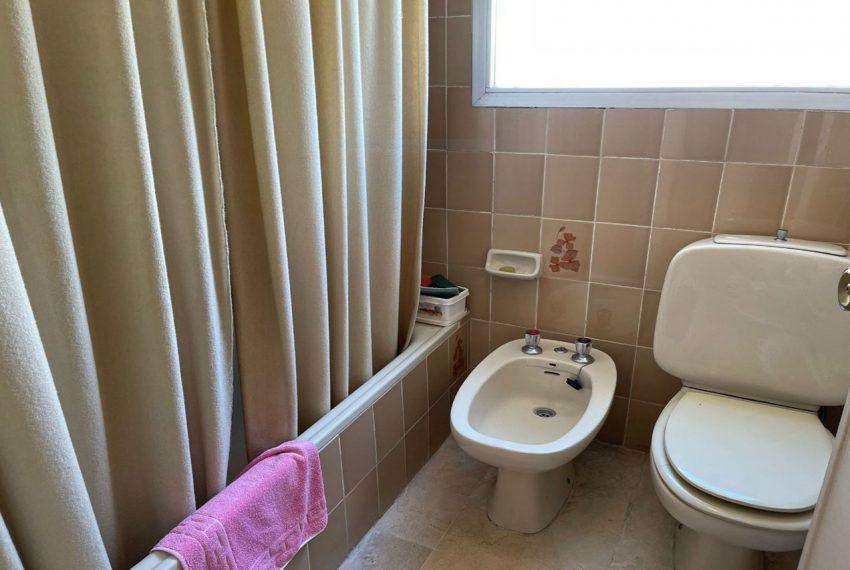 Ap223 Inmobiliaria Bobis Centro Marbella primera linea de playa baño 2