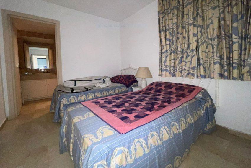 Ap223 Inmobiliaria Bobis Centro Marbella primera linea de playa habitacion 1