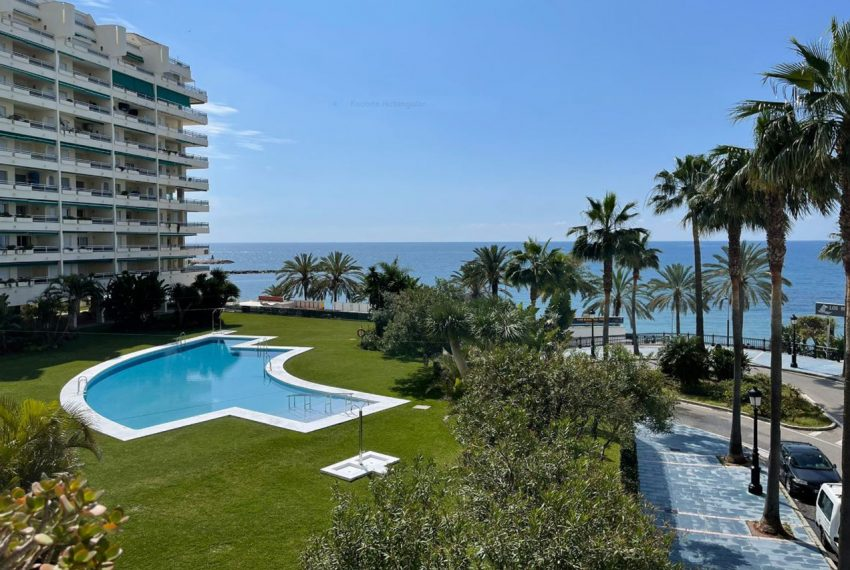 Ap223 Inmobiliaria Bobis Centro Marbella primera linea de playa piscina 1