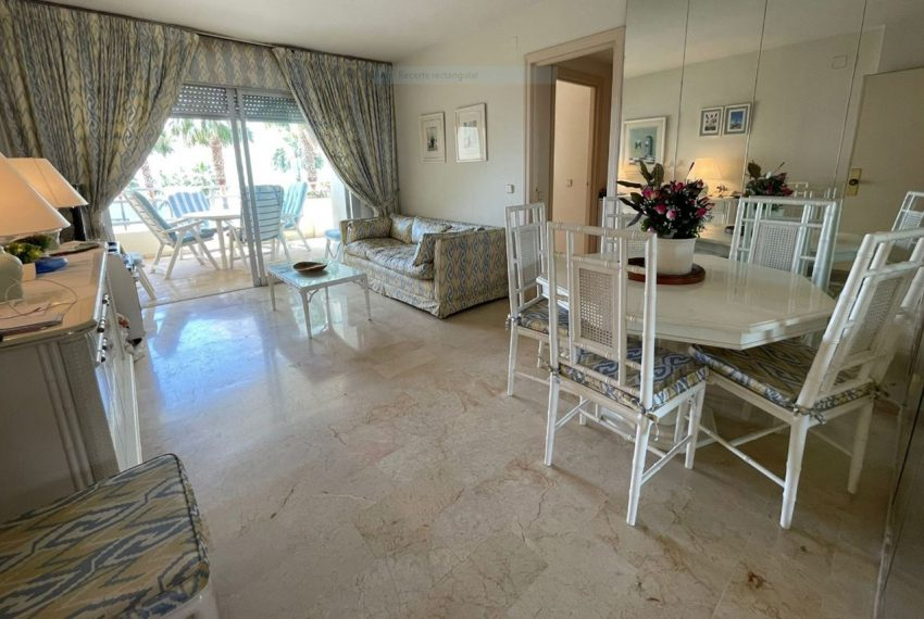Ap223 Inmobiliaria Bobis Centro Marbella primera linea de playa salon