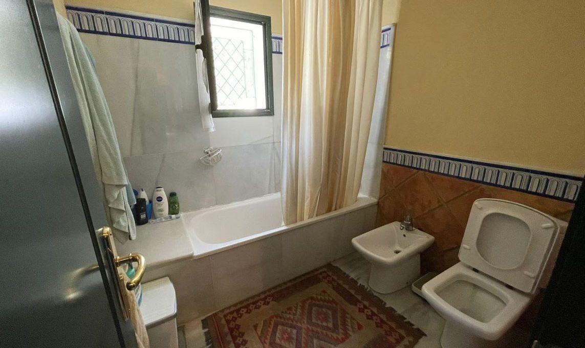 V221 Inmobiliaria Bobis Villa Nagueles Marbella baño 1