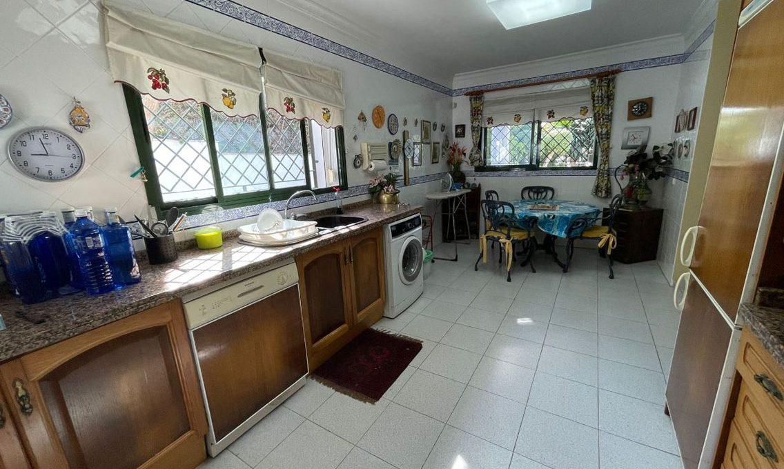 V221 Inmobiliaria Bobis Villa Nagueles Marbella cocina 1