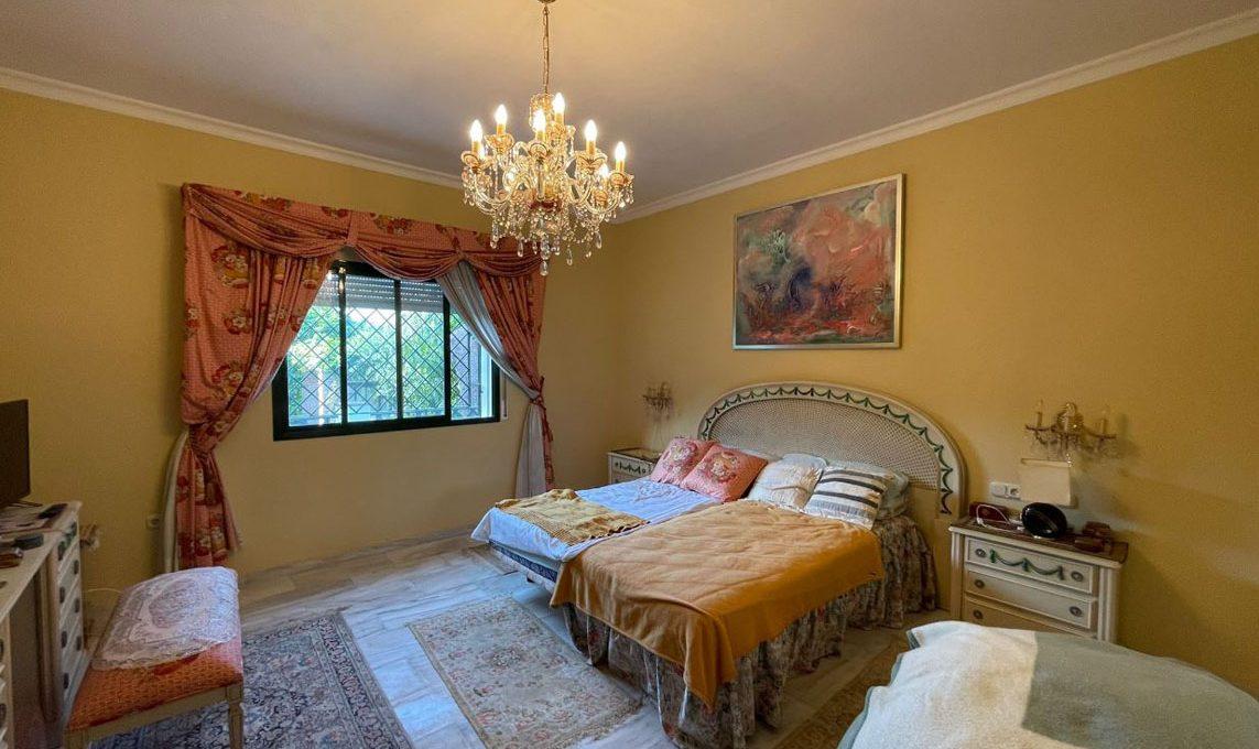 V221 Inmobiliaria Bobis Villa Nagueles Marbella dormitorio